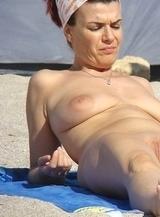 Voyeu moments on beaches - spread legs